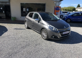 <strong>PEUGEOT 208</strong><br/>1.2 PureTech 82ch BVM5 Style + Mirror screen